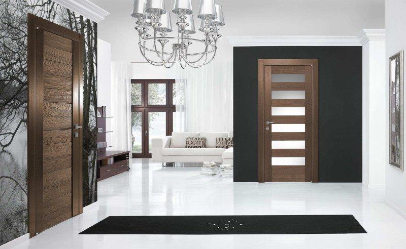 Сочетание светлого пола с дверями в интерьере