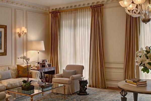 какие шторы сейчас в моде для зала