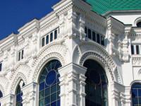 Фасадная лепнина — разновидности, используемые материалы и советы по оформлению фасада с применением лепнины